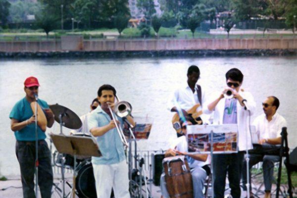 left to right: Hiram Remón - vocals, Johnny Ubiera - drums, Demetrios Kastaris - trombone, Marc Saunders - congas, Donald Nicks - bass, Walter White - trumpet, Sam Barrios - piano, Rainey Park, Astoria, Queens, June 18, 1989