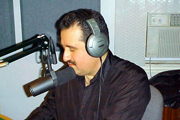 Demetrios Kastaris being interviewed on the air by Vicki Solá at WFDU FM ?Que Viva la Música? Winter 2003 (photo credit Bobby Marin)